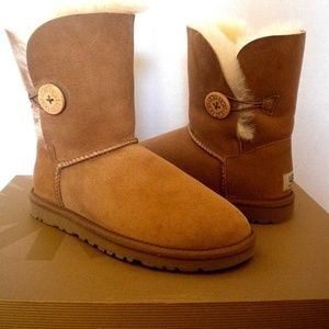UGG Bailey Button Boots chestnut New size 6 Fits 7